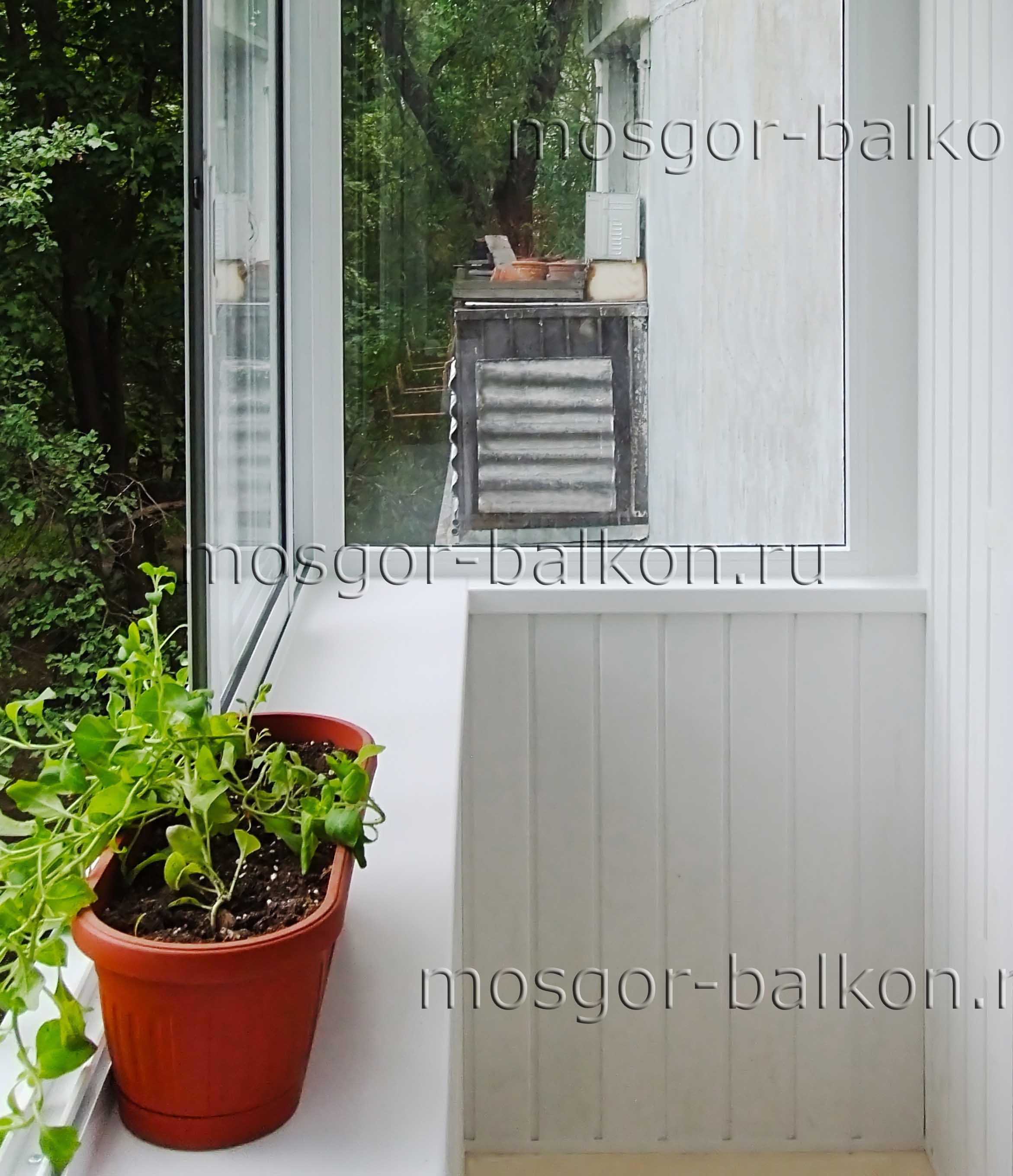 Остекление балкона с выносом в хрущевке. остекление с выносо.